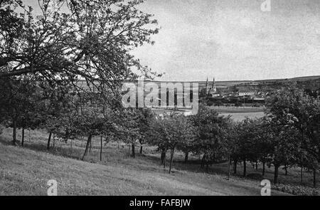 Blick auf die Stadt Echternach mit der St. Willibrord Basilika in Luxemburg, 1920er Jahre. View to the city of Echternach - Stock Photo