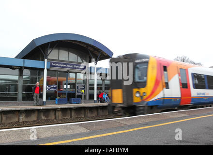 A South west Train arriving at Southampton Airport Parkway railway station next to Southampton Airport - Stock Photo