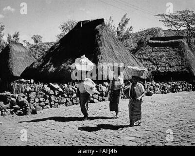 Frauen in Santiago Atitlan, Guatemala 1970er Jahre. Women of Santiago Atitlan, Guatemala 1970s. - Stock Photo