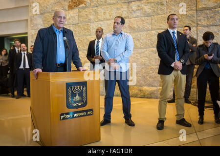 Jerusalem. 29th Dec, 2015. Former Israeli Prime Minister Ehud Olmert (L) delivers a statement to the press after - Stock Photo