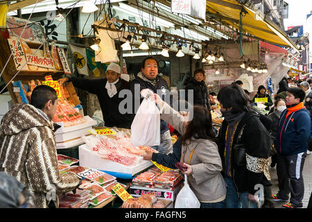 Members of staff sales their products along the streets of Ameyoko in Ueno on December 30, 2015, Tokyo, Japan. Ameya - Stock Photo