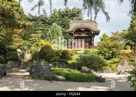Japanese Gateway (Chokushi-Mon, Gateway of the Imperial Messenger), Royal Botanic Gardens, Kew, London, UK