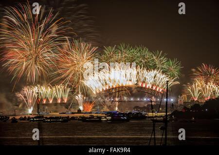 Sydney, Australia. 1st Jan, 2016. The 12 midnight New Years Eve 2015-2016 fireworks on the Sydney Harbour Bridge.. - Stock Photo