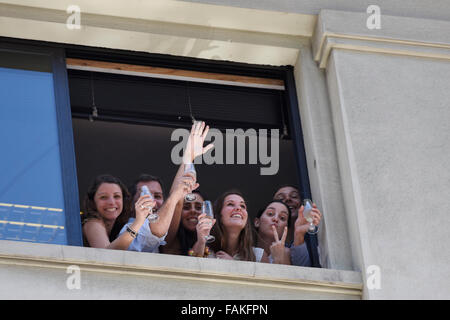 Montevideo, Uruguay. 31st Dec, 2015. Employees toast from a window of a building, during the classical water fight - Stock Photo