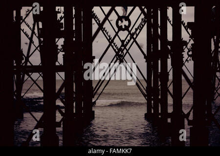 Aberystwyth, UK. 1st Jan, 2016. A flock of Starlings roosting under the pier at Aberystwyth, Ceredigion for the - Stock Photo