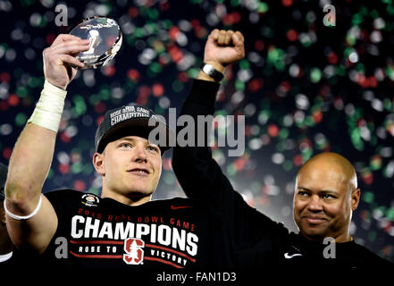 Pasadena, California, USA. 01st Jan, 2016. Stanford running back Christian McCaffrey, holds-up the MVP trophy as - Stock Photo