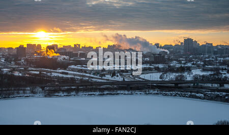 Early morning golden sun rises over Ottawa and Gatineau. - Stock Photo