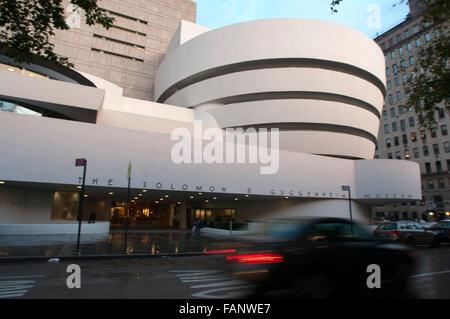 NEW YORK Solomon R. Guggenheim Museum. 1071 Fifth Avenue and 89th Street. Tel 212-423-3500. (Sun-Wed 10am-5: 45pm / Fri 10am-5: