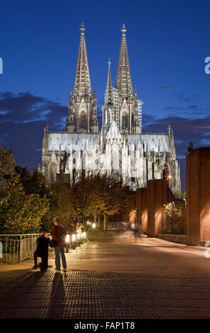Cologne Cathedral (Hohe Domkirche St. Petrus) at dusk, Cologne, Rhine-Westphalia, Germany - Stock Photo