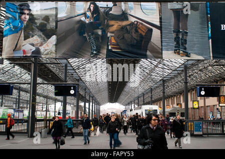 Railway station, Helsinki, Finland. The main meeting point for locals and visitors to Helsinki's central train station. - Stock Photo