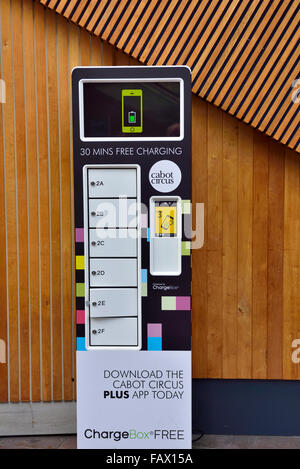 Telephone charging point in shopping centre - Stock Photo