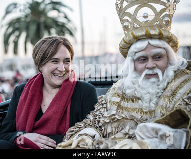 Barcelona, Catalonia, Spain. 5th Jan, 2016. Barcelona's Mayoress ADA COLAU, leaves the port of Barcelona next to - Stock Photo