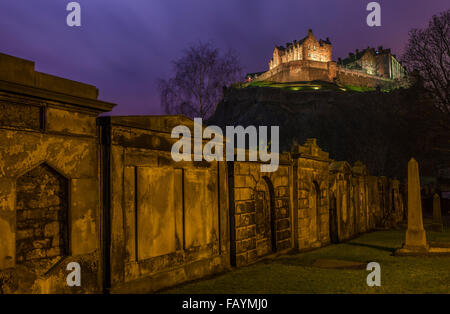 A stunning view of Edinburgh Castle from a Churchyard, Scotland. - Stock Photo