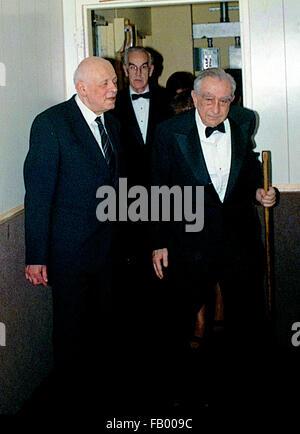 Washington, DC., USA, 16th November, 1988 Doctor Edward Teller and Doctor Andrei Sakharov at the 'Ethics and Public - Stock Photo