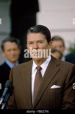 US President Ronald Reagan wearing cowboy hat at Rancho del Cielo ...