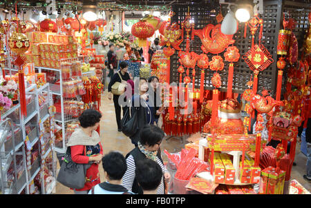 Hong Kong, China. 7th Jan, 2016. Local residents make special purchases of flowers, posters, lanterns and fireworks - Stock Photo