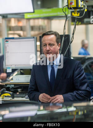 Munich, Germany. 07th Jan, 2016. Britain's Prime Minister David Cameron visits production lines at the BMW manufacturing plant in Munich, Germany, 07 January 2016. Photo: MARC MUELLER/dpa/Alamy Live News Stock Photo