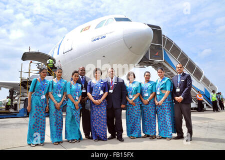 (160107) -- COLOMBO, Jan. 7, 2016 (Xinhua) -- Staff members pose for a photo with the last Airbus A340 aircraft - Stock Photo