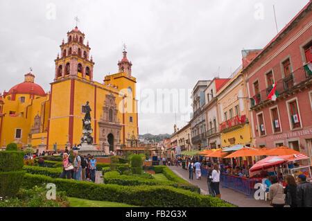 Plaza de la Paz with the Basilica Colegiata de Nuestra Senora prominent in the square, Guanajuato, Mexico, South - Stock Photo