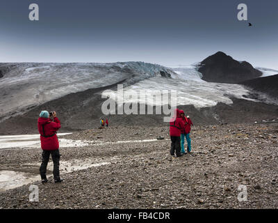 South Georgia, Cumberland Bay, Jason Harbour, cruise ship passengers on the beach - Stock Photo