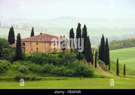 Toskana Haus im Nebel - Tuscany house in fog 07 - Stock Photo
