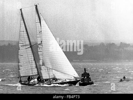 AJAX NEWS PHOTOS. 1974. SOUTHSEA, ENGLAND. - WHITBREAD ROUND THE WORLD RACE - FRENCH ENTRY GAULOISE II ROUNDS UP - Stock Photo