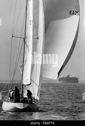 AJAX NEWS PHOTOS.  1974. PORTSMOUTH, ENGLAND. - WHITBREAD ROUND THE WORLD RACE - END - ITALIAN YACHT GUIA SKIPPERED - Stock Photo