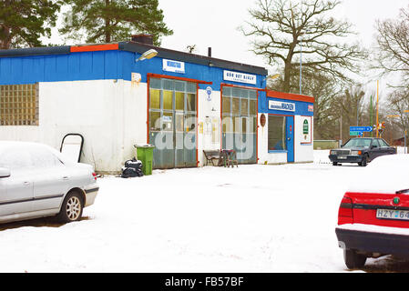 Wash your car yourself stock photo 37983389 alamy johannishus sweden january 8 2016 the auto repair shop houses a garage solutioingenieria Images