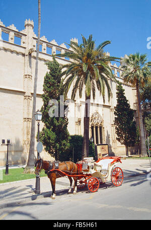 Horse-drawn carriage next to the Lonja. Palma de Mallorca, Balearic Islands, Spain. - Stock Photo