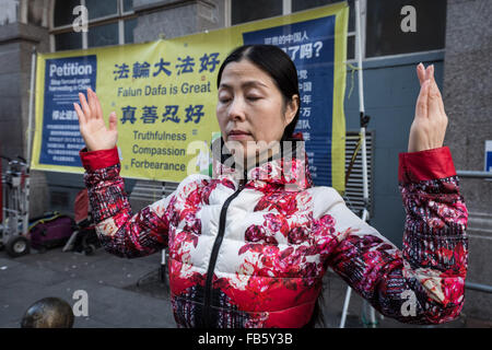 London, UK. 10th January, 2016. Practitioners of Falun Gong (or Falun Dafa) in Chinatown stand in protest against - Stock Photo