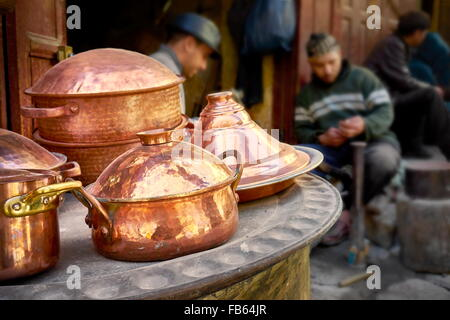Fez, Medina. Metalworkers workshops in the Place el Seffarine. Morocco - Stock Photo