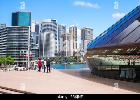 Australia, Sydney, tourists on the flight of steps of the Opera House - Stock Photo