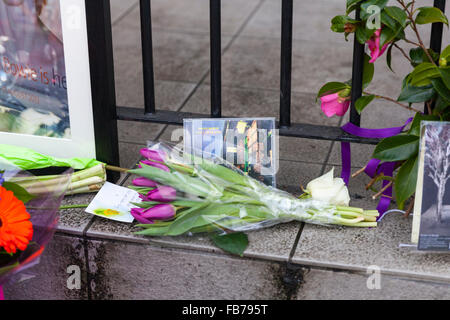 Beckenham, South London, 11th January 2016. Tribute messages and flowers at the former Three Tuns Pub (now a restaurant), - Stock Photo