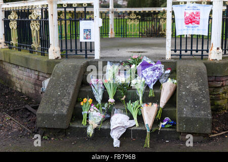 Beckenham, South London, 11th January 2016. Tribute messages  and flowers at the Bandstand at Beckenham Recreation - Stock Photo