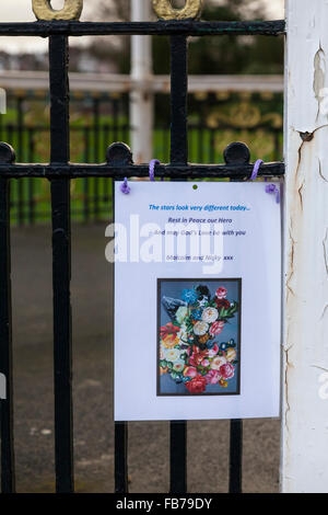 Beckenham, South London, 11th January 2016. Tribute message  and flowers at the Bandstand at Beckenham Recreation - Stock Photo