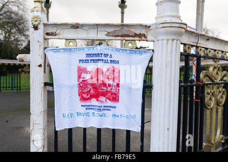 Beckenham, South London, 11th January 2016. Tribute message  at the Bandstand at Beckenham Recreation Ground where, - Stock Photo
