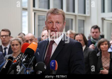 Dusseldorf, Germany. 11th Jan, 2016. Ralf Jaeger, Interior Minister of the German state of North Rhine-Westphalia, - Stock Photo
