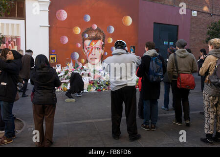 London 12th January 2016: Fans of iconic English music artist David Bowie who died from Cancer at the age of 69 - Stock Photo
