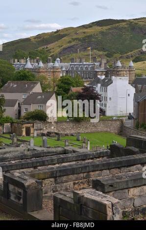 New Calton Burial Ground with a view towards Holyrood Palace, Edinburgh, Scotland - Stock Photo