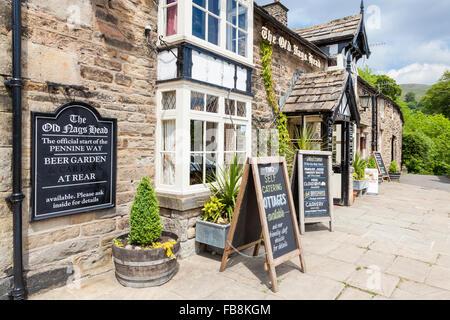 Derbyshire pubs. The Old Nag's Head pub at Edale, Derbyshire, England, UK