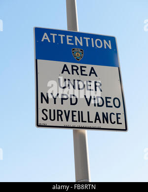 Warning sign 'Area under NYPD video surveillance, Manhattan, New York City, New York, USA. - Stock Photo