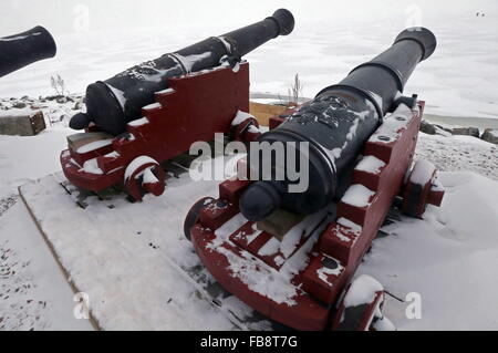 St. Petersburg, Russia. 12th Jan, 2016. Cannons of a museum-ship, a replica of the Russian Navy's Poltava 54-gun - Stock Photo