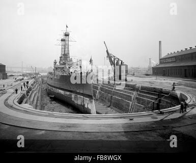 Brooklyn Navy Yard, Dry Dock no. 4, Brooklyn, New York, USA, circa 1915 - Stock Photo