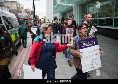 London, UK. 12th January, 2016. Supporters of the junior doctors outside UCLH, Euston. Credit:  Mark Kerrison/Alamy - Stock Photo