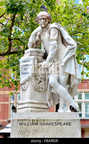 London, England, UK. Statue: William Shakespeare (1564-1616) in Leicester Square. Copy by Giovanni Fontana of Peter - Stock Photo