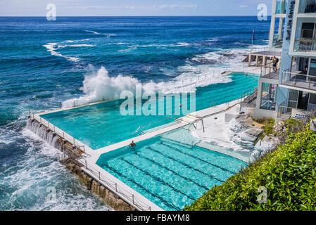Waves Crashing Into The Swimming Pool Of The Bondi Icebergs Swimming Stock Photo 100119987 Alamy