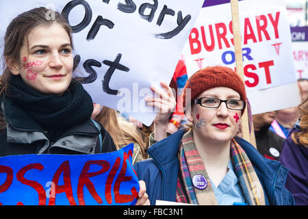 London, United Kingdom. January 9th, 2016. UK, London: Thousands of junior nurses and their supporters march through - Stock Photo