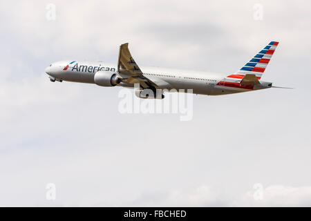 Side view of an American Airlines Boeing 777-300 taking off from London Heathrow - Stock Photo