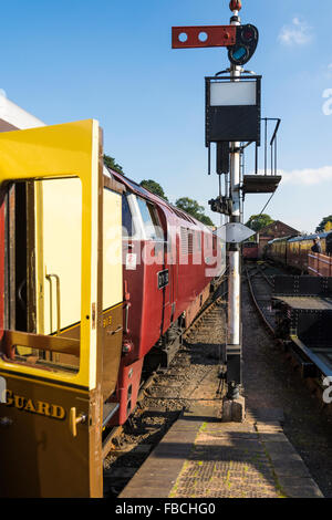 Class 52 Western Diesel Hydraulic D1062 at the head of a train at Bewdley railway station on the Severn Valley Railway - Stock Photo