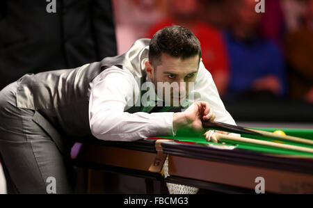 London, UK. 14th Jan, 2016. Mark Selby of England competes during the quarterfinal with Ronnie O'Sullivan of England - Stock Photo